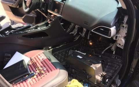 捷豹F-PACE自己动手更换空调滤芯详细过程