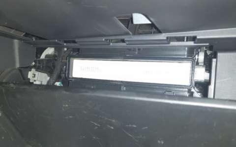 18款吉利远景自己动手换空调空气滤芯详细过程